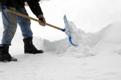 shoveling snow s600x600 resized 600