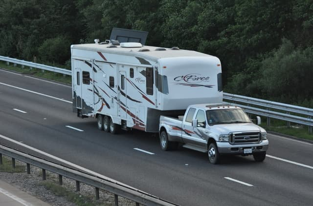 Long Weekend Tips: Safety While Towing Trailers 6